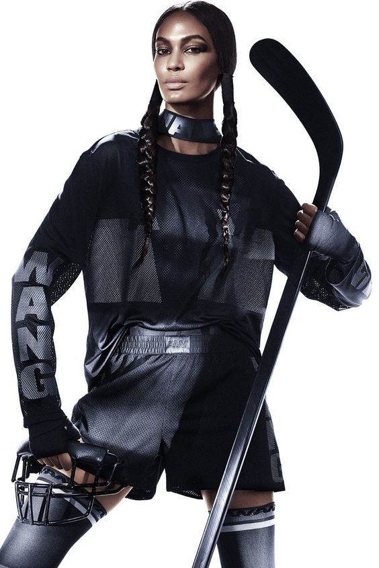 Các tín đồ all-black hãy lập tức update xu hướng Health Goth ngay hè này!