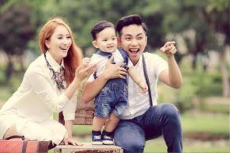 Khánh Thi - Phan Hiển hạnh phúc khi năm đầu tiên đón sinh nhật gia đình.