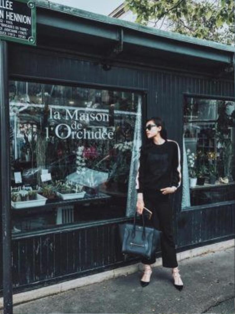 Chiếc túi big size Celine Luggage tạo nên cho Kỳ Duyên, hot-trend trong năm nay được các tín đồ thời trang lăng xê nhiệt tình.