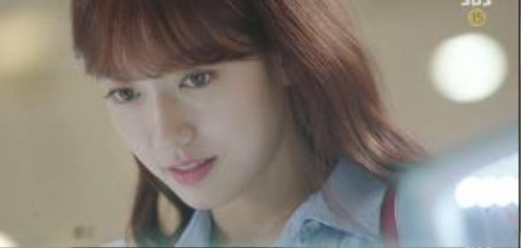 Trong vai Hye Jung trưởng thành, tự tin và xinh đẹp, Park Shin Hye đã có những khung hình khoe sắc đẹp như nữ thần.