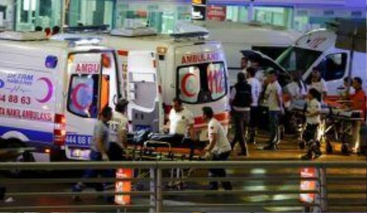 Tấn công khủng bố kinh hoàng ở sân bay của Thổ Nhĩ Kỳ
