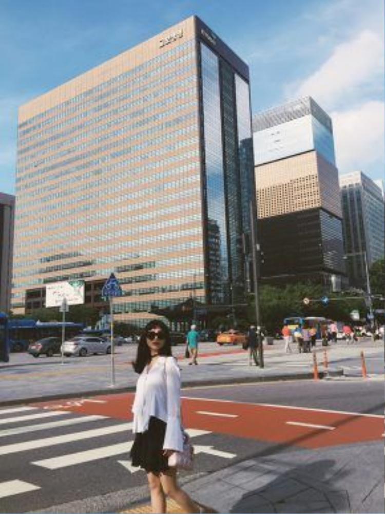 Sĩ Thanh thích thú khi được đến Hàn Quốc du lịch.