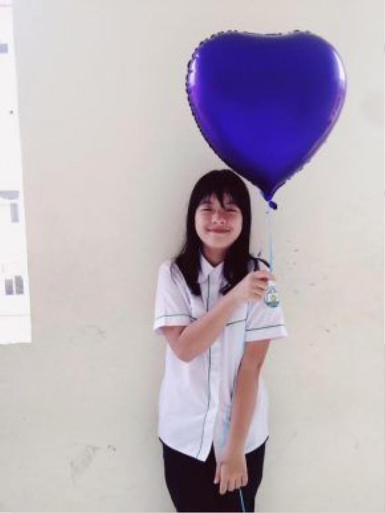 Sau tất cả, Hồng Khanh vẫn là một cô bé ngoan ngoãn học giỏi. Hiện giờ Khanh đã là học sinh lớp 6.