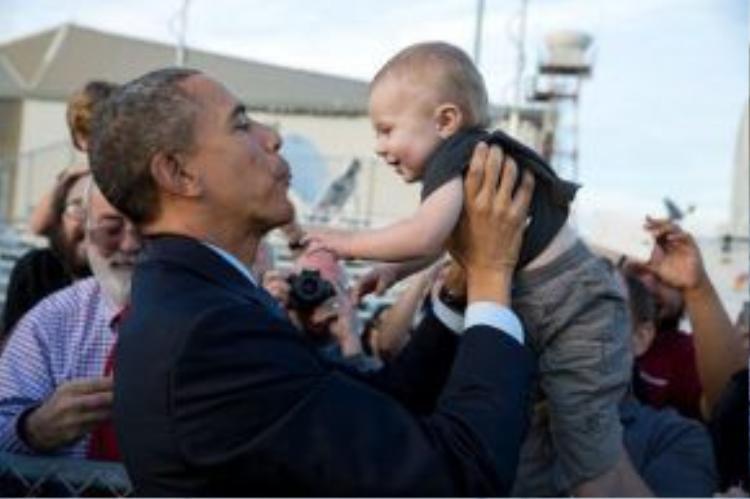 """Ngài Tổng thống có khả năng """"bắt sóng"""" rất hiệu quả với các bé."""