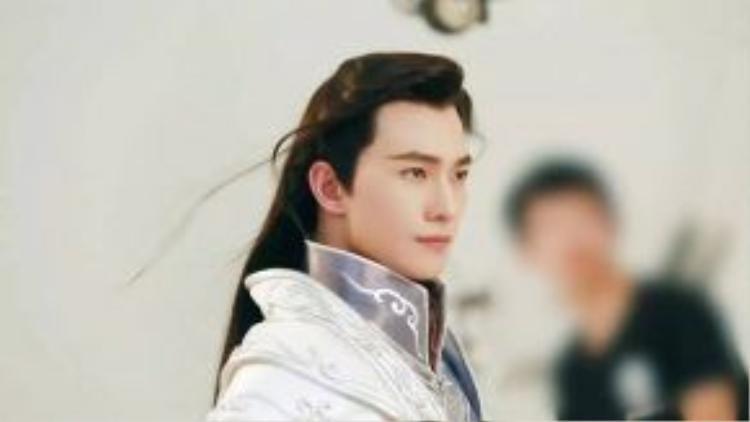 Mỗi hình ảnh của anh đều khiến khán giả tin đây chính là nam thần Tiêu Nại được nhắc đến trong tiểu thuyết.