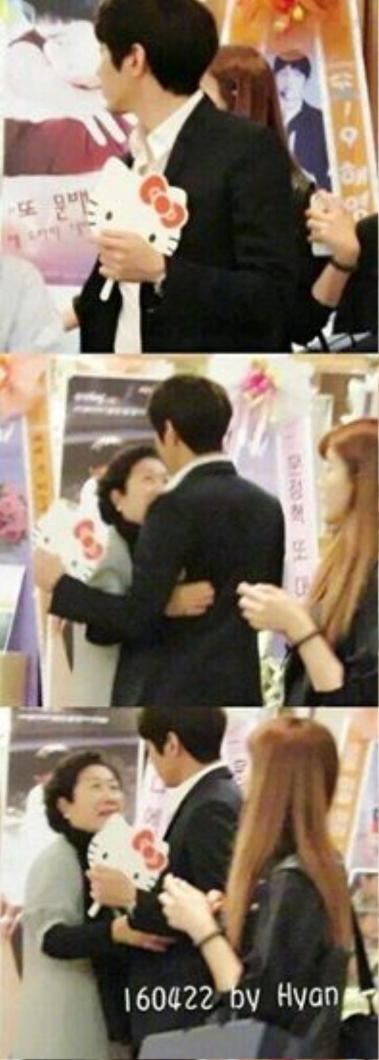 Đi họp báo phim Another Miss Oh, anh cũng không quên đem theo niềm đam mê tội lỗi.
