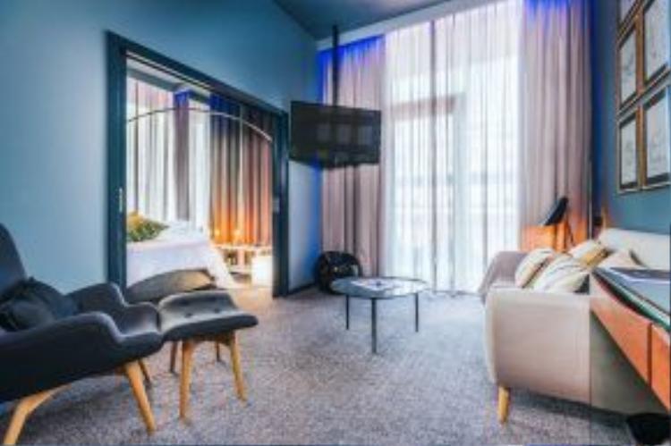 Các phòng nghỉ sẽ sử dụng hương thơm được trưng của Ronaldo, một dòng sản phẩm nội thất thương hiệu CR7 trong tương lai, cùng các tác phẩm nghệ thuật lấy chủ đề là Ronaldo.