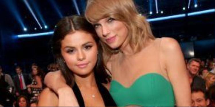 Selena Gomez là 1 trong những cô bạn thân của Taylor, tình cảm của cả hai vẫn đang rất tốt