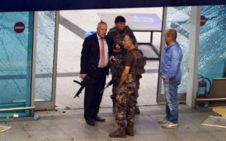 Lực lượng an ninh tại sân bay Ataturk, sau khi khủng bố tấn công.