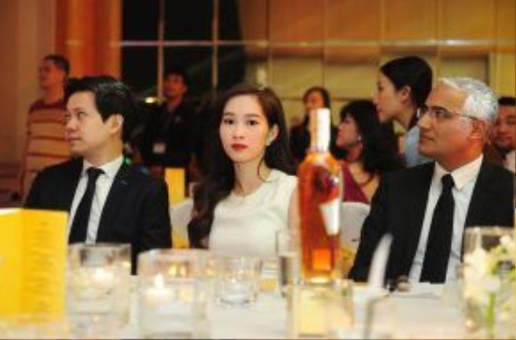 Bạn trai hoa hậu Thu Thảo tốt nghiệp đại học Melbourne (Úc) năm 2011. Anh chàng khá nổi tiếng trong giới doanh nhân và từng góp mặt trong top 30 người trẻ thành đạt theo bình chọn của Forbes Việt Nam.