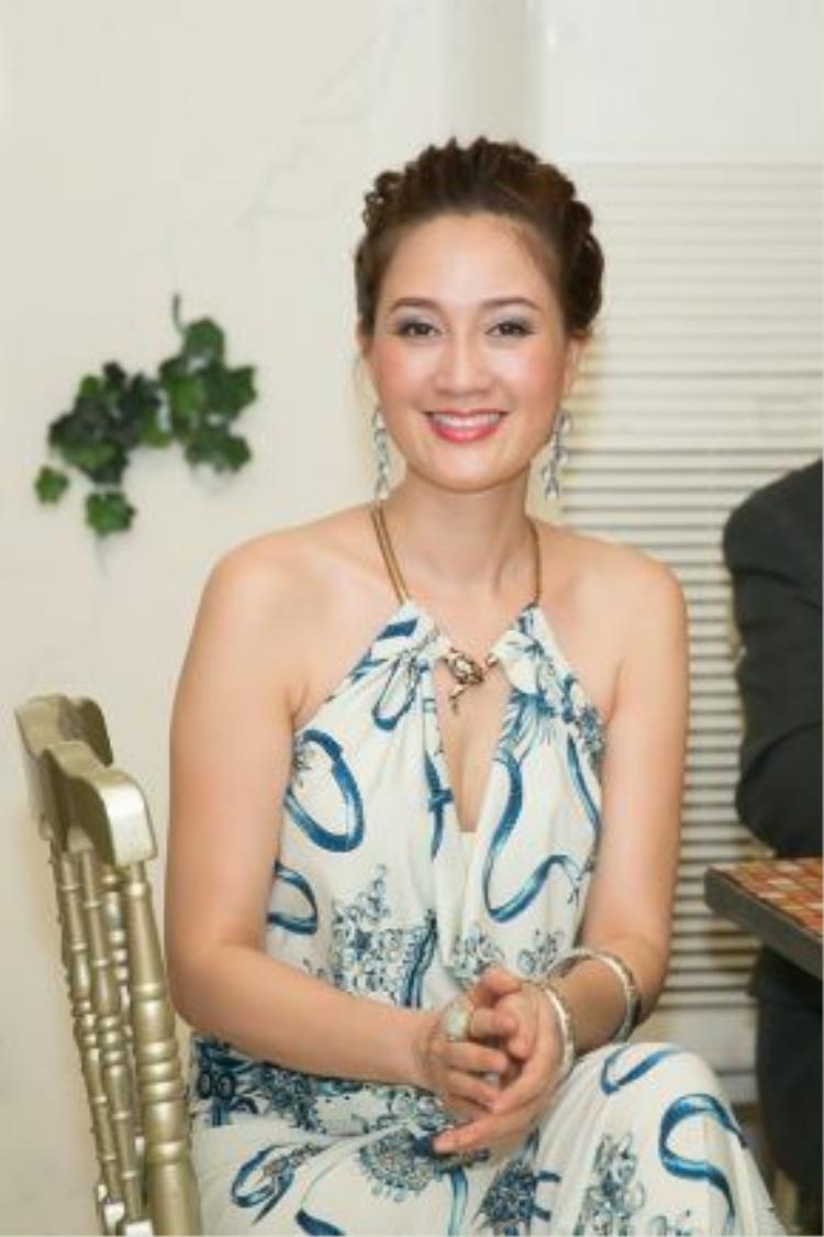 Mặc dù đăng quang cuộc thi Hoa hậu áo dài từ năm 1995 nhưng người đẹp Đàm Lưu Ly vẫn giữ được sự tươi trẻ, rạng rỡ.