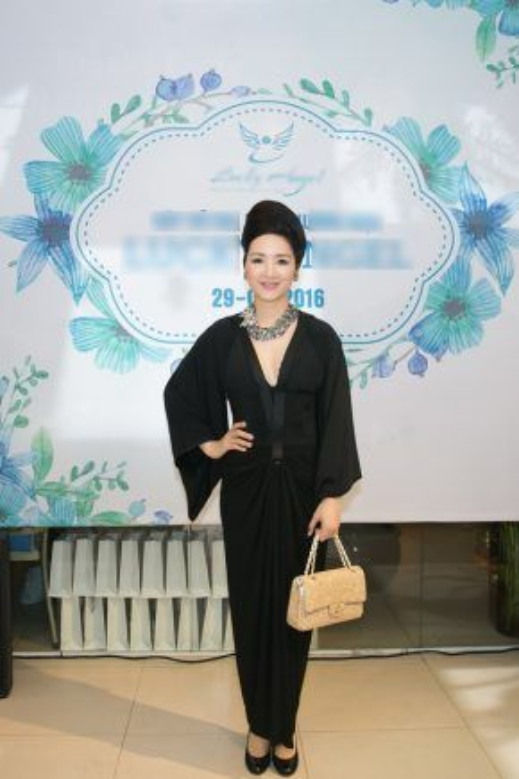 Tới chúc mừng Đàm Lưu Ly có hoa hậu Đền Hùng Giáng My.