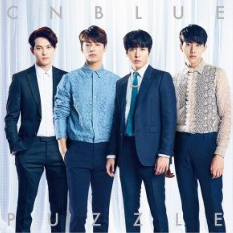Nhóm CNBLUE gồm: Lee Jonghyun, Kang Minhyuk, trưởng nhóm Jung Yonghwa, Lee Jungshin