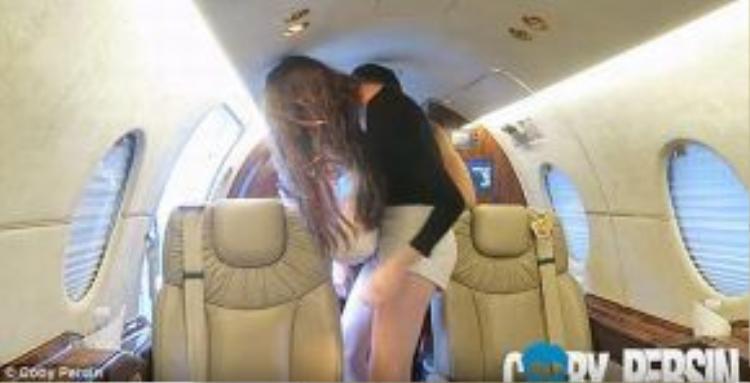 Lauren đã nhanh chóng theo chân Coby lên máy bay riêng mà không mảy may nghĩ rằng mình đã bị lừa một cách ngoạn mục