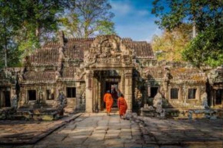 Campuchia:Quần thể Angkor Wat huyền bí cùng những bãi biển mới mẻ, xanh trong văn vắt như một thế giới bị bỏ quên. Chỉ mới gần đây, Campuchia bắt đầu gây chú ý với cộng đồng du lịch quốc tế.
