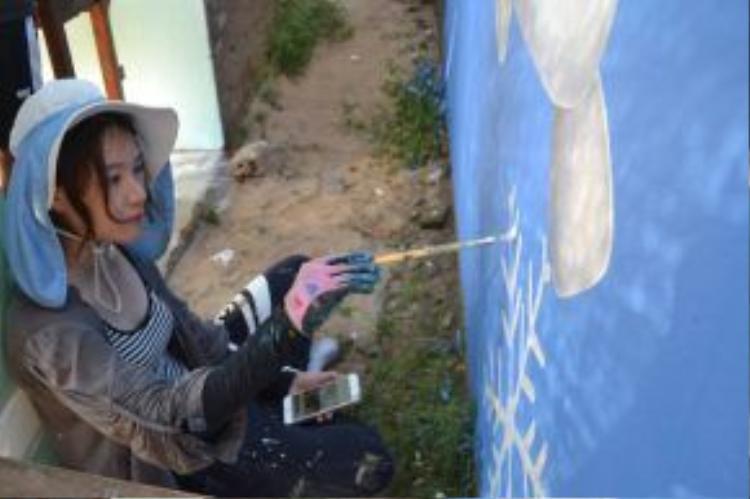 Lấy hình mẫu từ những làng bích họa nổi tiếng tại Hàn Quốc, dự án được kỳ vọng sau khi hoàn thành sẽ giúp người dân thúc đẩy phát triển du lịch, nâng cao ý thức bảo vệ môi trường… Hơn 100 ngôi nhà ở thôn Trung Thanh (xã Tam Thanh) được chọn để vẽ.
