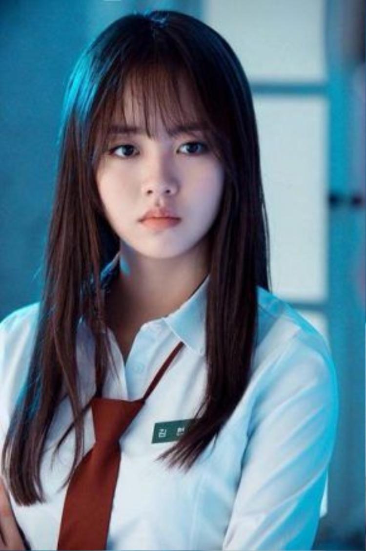 Hyun Ji khi là một cô ma nữ lạnh lùng…