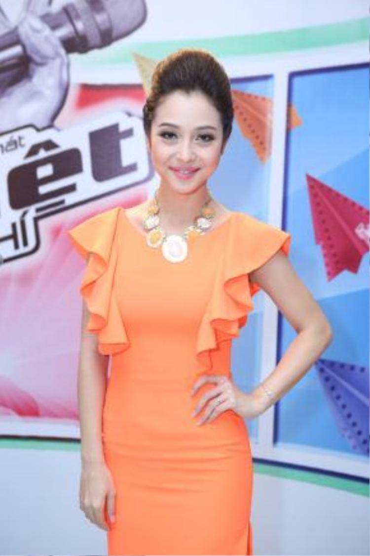 Jennifer Phạm cũng đã từng đồng hành cùng MC Thanh Bạch tại GIọng hát Việt nhí 2014.