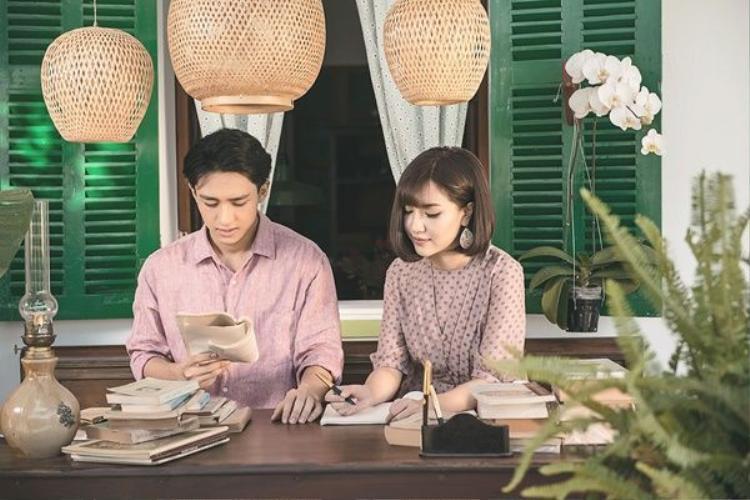 Hữu Vi và Bích Phương đã cùng tái hiện lại câu chuyện tình yêu đẹp trong MV.