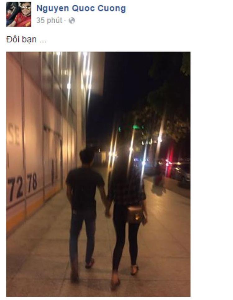 """Tối 10/7/2016, Cường Đô La chia sẻ bức ảnh nắm tay Hạ Vi dạo phố đêm kèm status ngắn gọn: """"Đôi bạn…""""."""