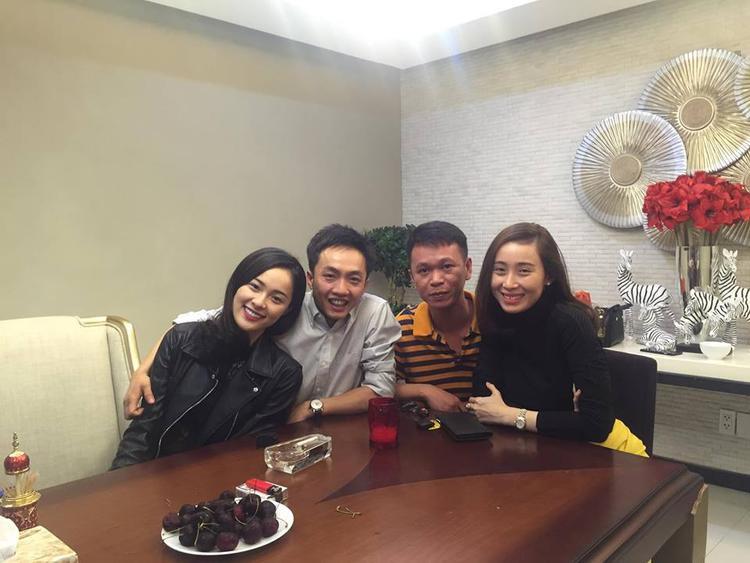 Tháng 2/2016, Hạ Vi đón năm mới bên Cường Đô La và bạn bè thân thiết.