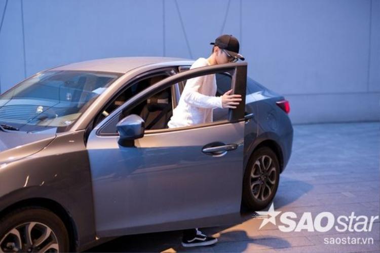 Nhờ việc chăm chỉ đi diễn, chỉ trong vòng 1 năm, Soobin đã tậu được chiếc xe hơi trị giá hơn 600 triệu. Anh cho biết mục tiêu sắp tới của mình là mua nhà để đón mẹ vào Sài Gòn ở.