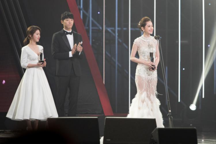 Chi Pu thắng giải Ngôi sao triển vọng châu Á, tự tin phát biểu bằng tiếng Anh tại Asia Artist Awards 2016