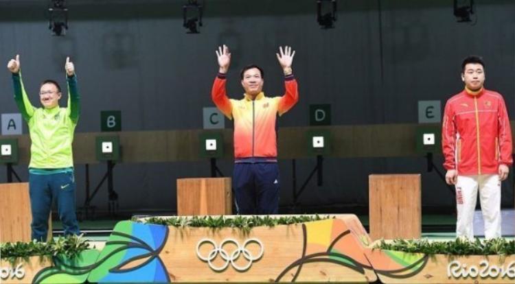 Hoàng Xuân Vinh trở thành người hùng của Thể thao Việt Nam khi giành HCV môn bắn súng ở Olympic Rio 2016.
