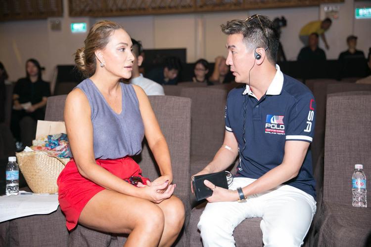 Để chuẩn bị cho hai đêm Diamond Show tại Nha Trang và Đà Nẵng, Đàm Vĩnh Hưng đã dành 4 giờ đồng hồ để tập chương trình và chọn trang phục cùng nữ ca sĩ hải ngoại Thanh Hà.