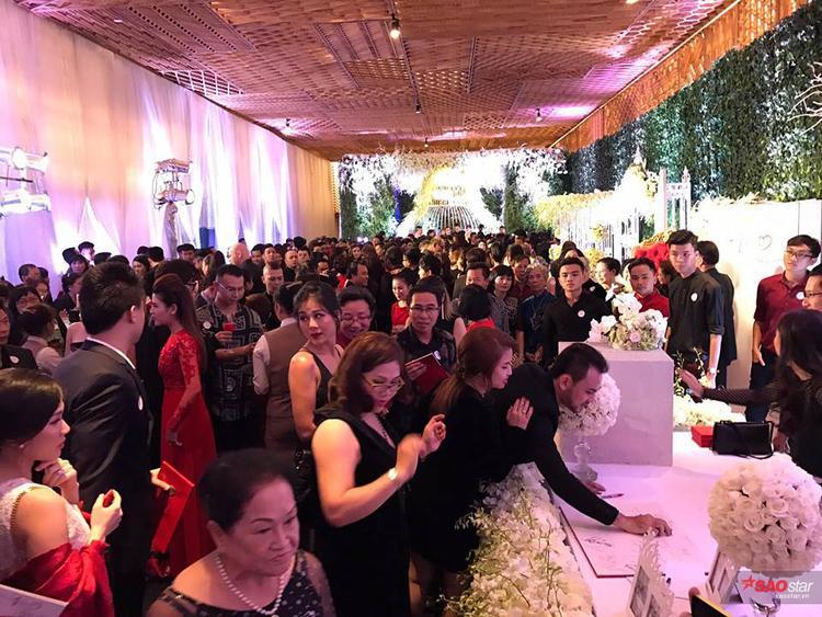 Đám cưới Trấn Thành - Hari Won đông nghịt khách mời.