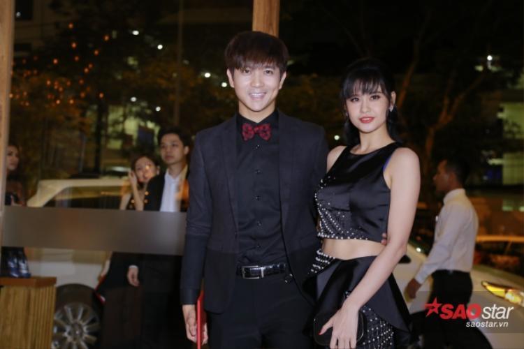 Cặp đôi Tim và Trương Quỳnh Anh cùng tông màu đen thanh lịch.