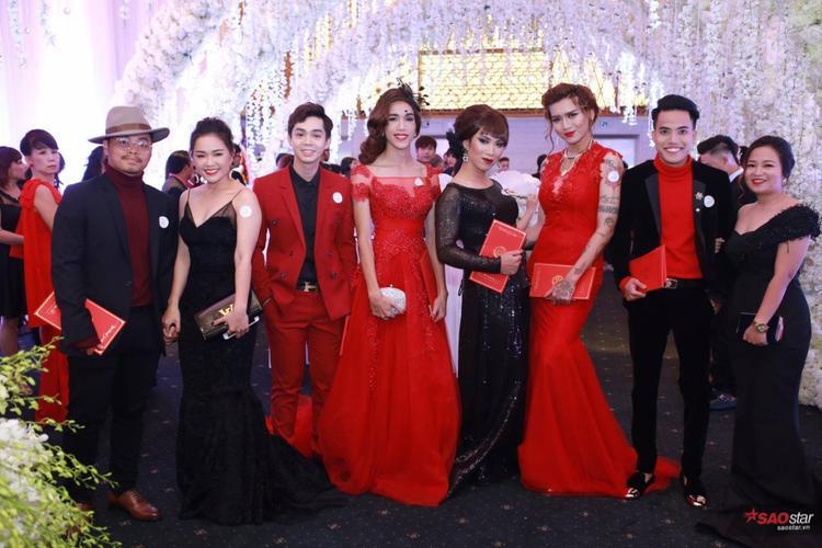 """BB Trấn, Tuấn Kiệt,… cùng """"hội chị em"""" xuất hiện ấn tượng trên thảm đỏ."""