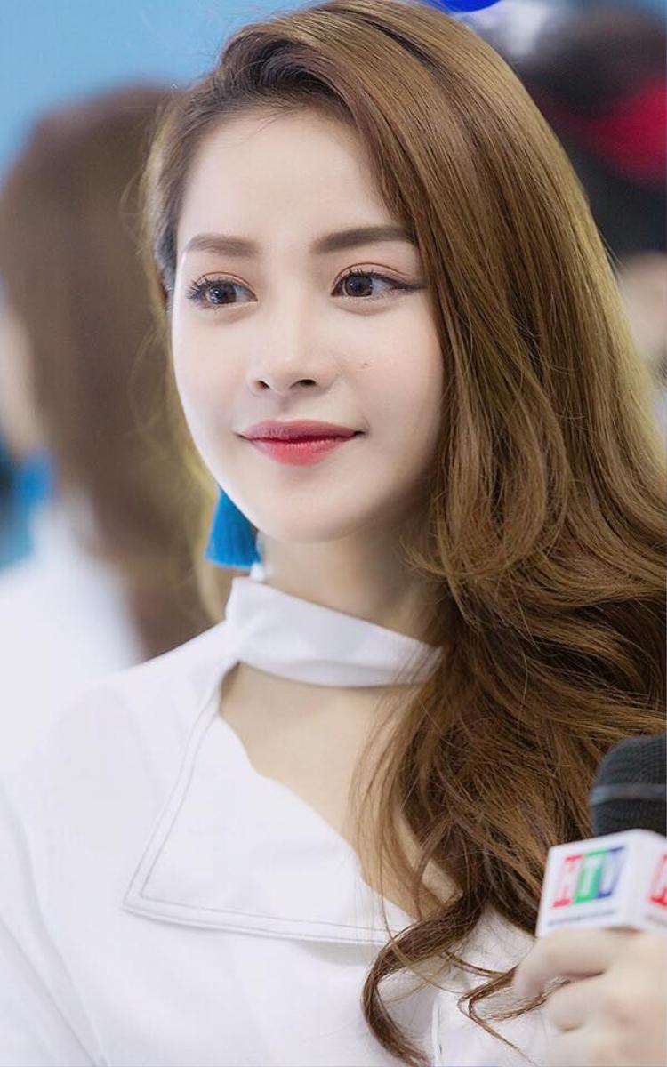 Chi Pu ngày càng nhận được nhiều sự mến mộ bởi nét đẹp trong sáng ngày càng trưởng thành của mình. Cô cũng là một trong những mỹ nhân hiếm hoi luôn chọn phong cách trang điểm cực kì tự nhiên cho gương mặt dù ở bất cứ đâu.