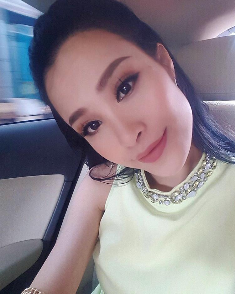 Nữ HLV Giọng hát Việt nhí ngày càng xinh đẹp và quyến rũ. Với riêng Đông Nhi, các màu son nude và trầm được cô nàng dành sự ưu ái hơn cả.