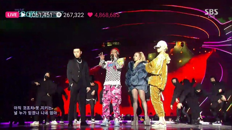 Sân khấu hiphop tưng bừng của bộ tứ khiến Kpop fan đứng ngồi không yên.