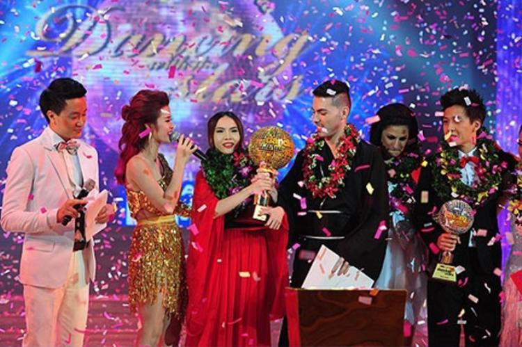 Yến Trang đăng quang ngôi vị Quán quân Bước nhảy hoàn vũ 2013.