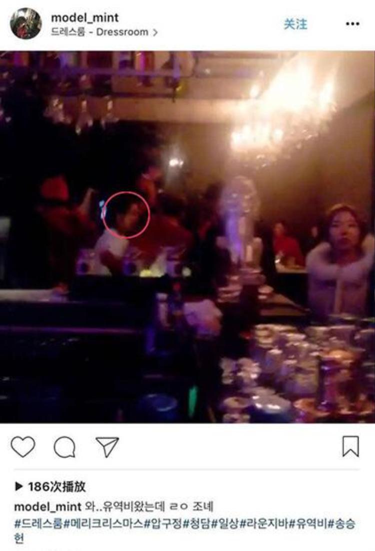 Một lần nữa, Song Seung Hun và Lưu Diệc Phi lại bắt gặp đang kín đáo hẹn hò trong một quán bar ở Hàn dịp giáng sinh vừa rồi.