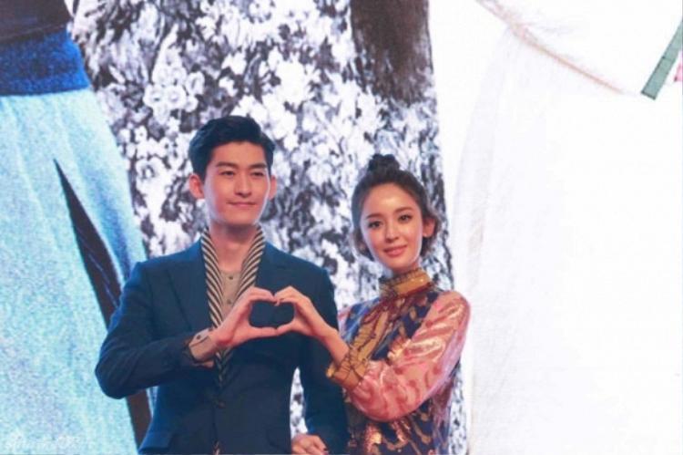 Sau hơn một năm hẹn hò, tình yêu của Trương Hàn và Na Trát vẫn ngọt ngào như vậy.