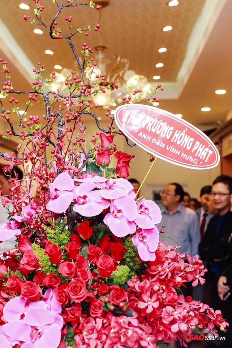 Vì bận công việc từ trước nên Mr Đàm, Trương Ngọc Ánh không kịp có mặt để chung vui cùng Bình Minh, thay vào đó cả 2 nghệ sĩ đã gửi điện hoa chúc mừng.