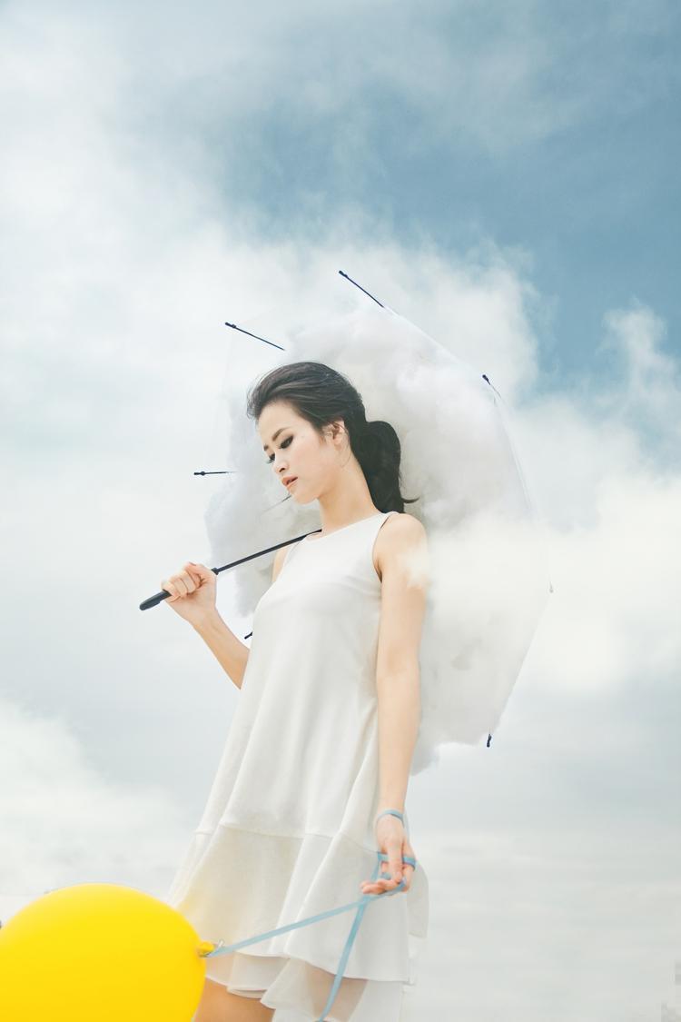 Phần thể hiện đầy cảm xúc của Đông Nhi khiến cho người nghe cảm nhận được nguồn cảm hứng sống hết mình từ một cô gái trẻ cũng có niềm tin và tràn đầy năng lượng như thế.