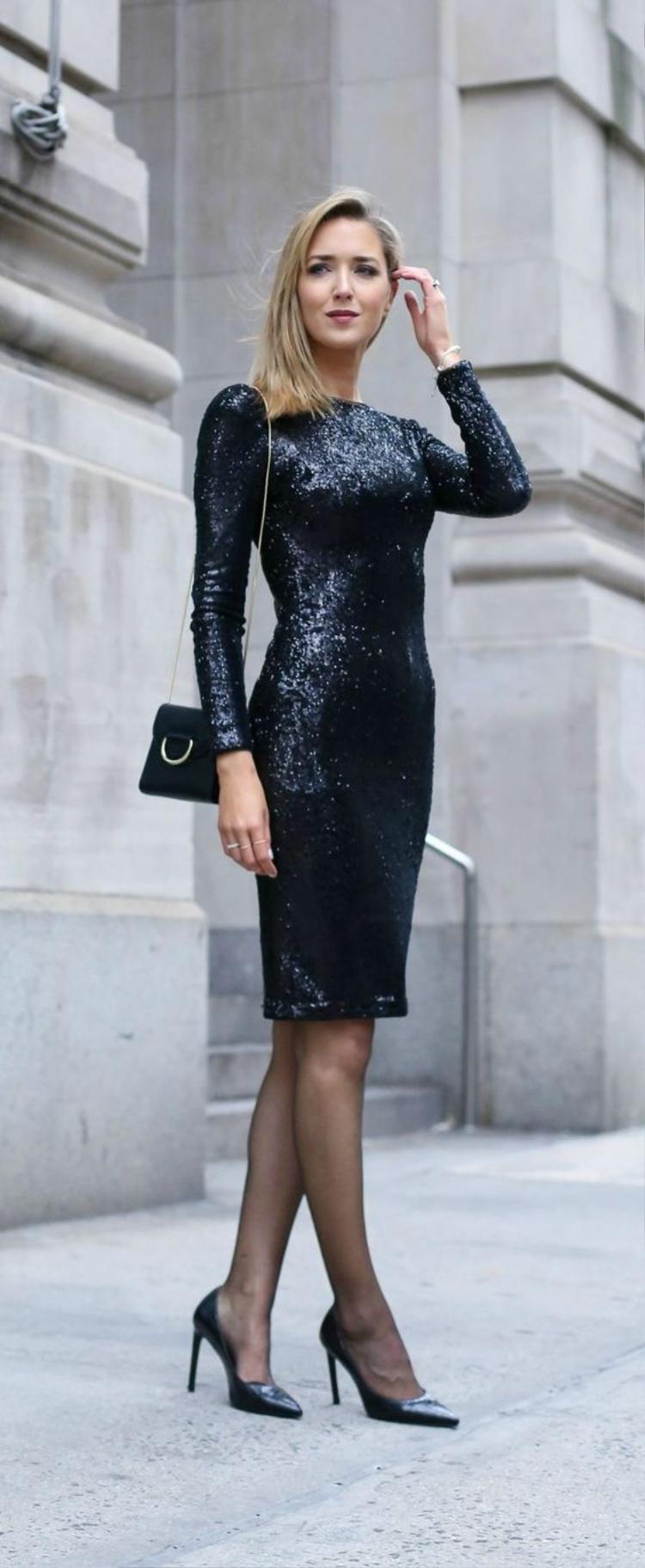 Mẫu váy sequin gam màu đen dành cho quý cô hiện đại mà vẫn muốn thể hiện vẻ đẹp nóng bỏng của mình mỗi khi xuất hiện.