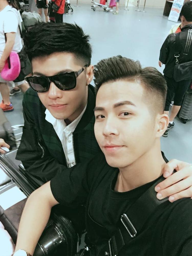 Noo Phước Thịnh và Hồ Quang Vinh là hai người bạn thân ngoài đời. Quang Vinh cũng là thầy dạy nhảy của Noo từ những ngày đầu.