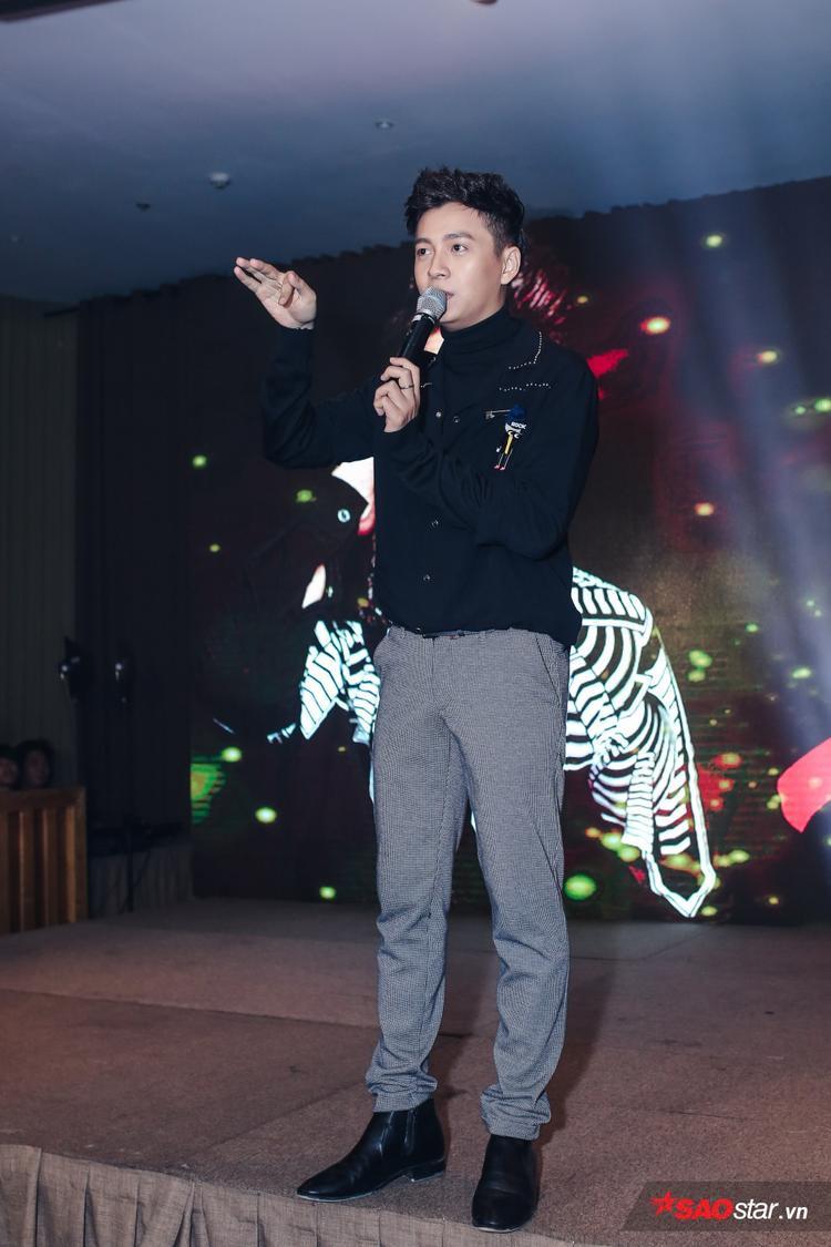 Đảm nhận vai trò MC, Ngô Kiến Huy nhiều lần khiến những ai có mặt phải bật cười trước sự dí dỏm, hài hước của mình.