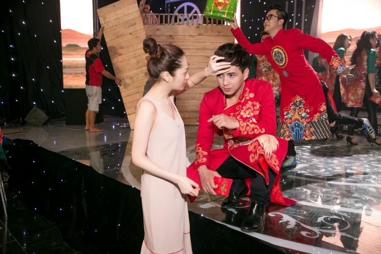Bảo Anh xuất hiện trong phim trường để chăm sóc cho Hồ Quang Hiếu.