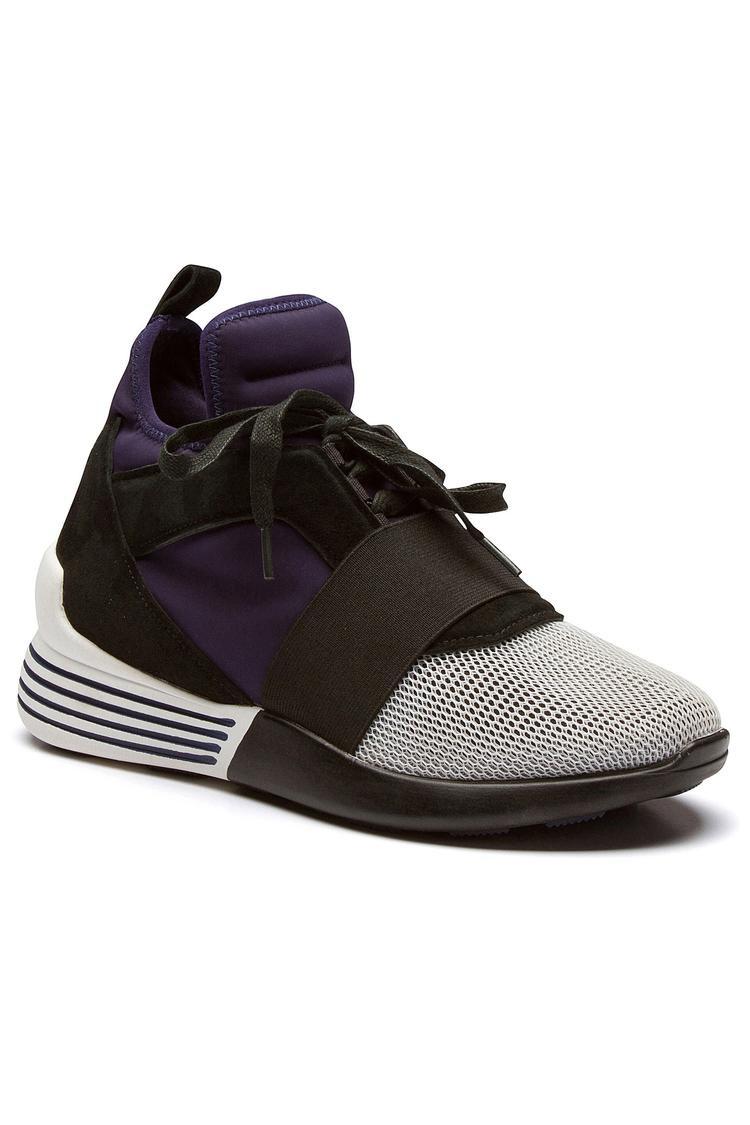 Nối gót anh rể, Kylie và Kendall Jenner tung mẫu giày thể thao siêu sành điệu cho năm mới