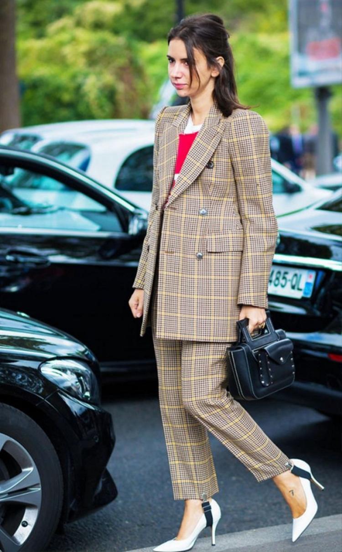 Quần dẫm gót khi diện cùng suit sẽ đem đến cho chủ nhân diện mạo vô cùng thanh lịch và có phần chững chạc