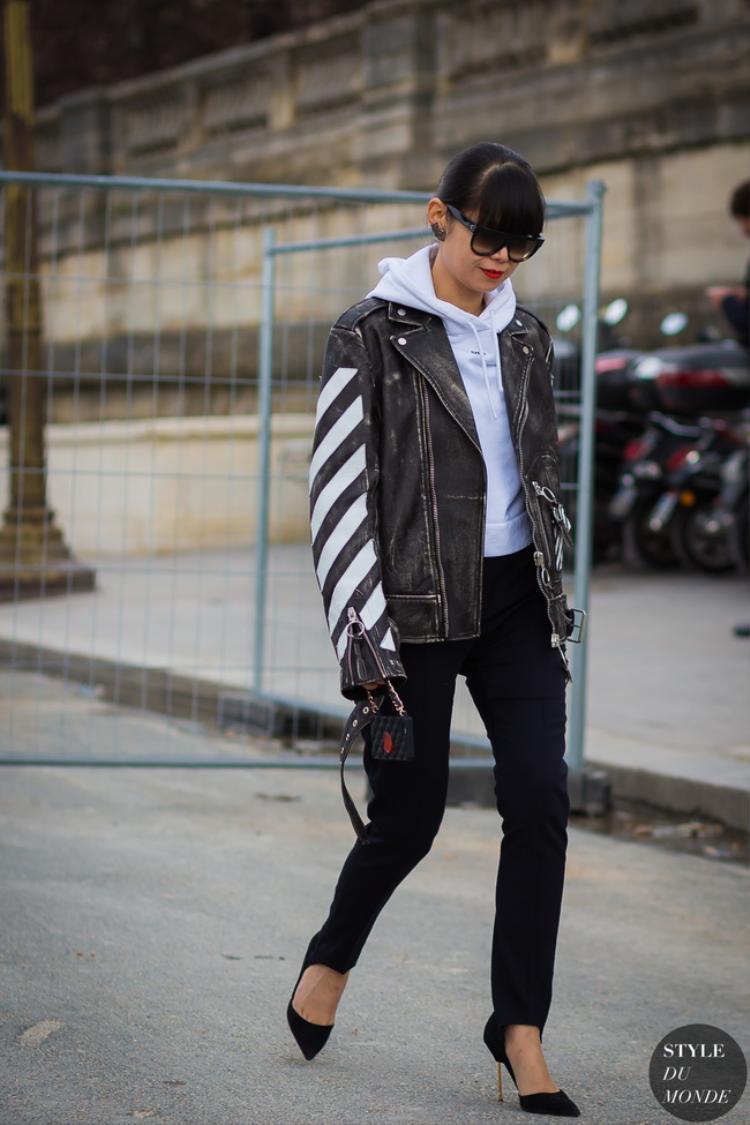 Combo quần dẫm gót + hoodie + áo khoác da là công thức tạo nên vẻ ngoài ấn tượng, pha lẫn vẻ năng động, bụi phủi và cuốn hút