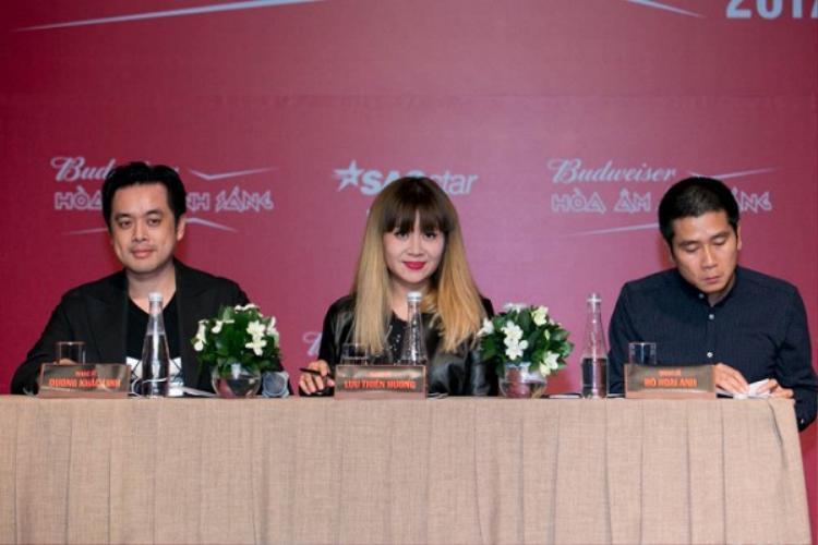 Ngoài nhạc sĩ Dương Khắc Linh, nhạc sĩ Lưu Thiên Hương và nhạc sĩ Hồ Hoài Anh sẽ nắm giữ vai trò BGK thì toàn bộ quyết định dành cho các đội ở vòng Liveshow đều sẽ phụ thuộc vào khán giả đấy!