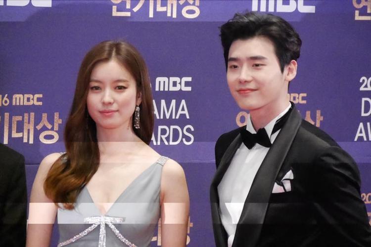Han Hyo Joo và Lee Jong Suk trong W