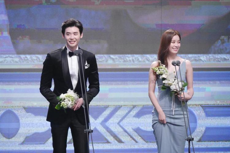 Lee Jong Suk  Han Hyo Joo thống trị đêm nay, chỉ chừa lại giải nhỏ cho cặp đôi 'Tiên nữ cử tạ'